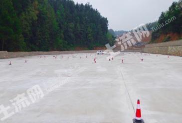 贵阳观山湖区 33亩 水泥地 寻求 驾校 汽车影院等合作